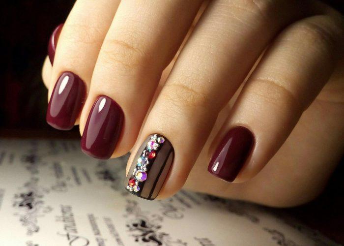 дизайн ногтей в бордовом цвете