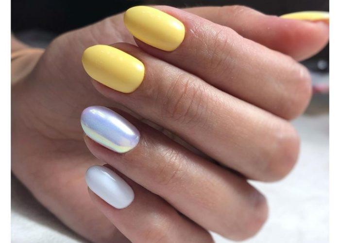 голубой и желтый маникюр нежный
