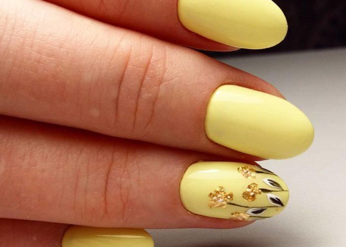 нежно желтый с цветами